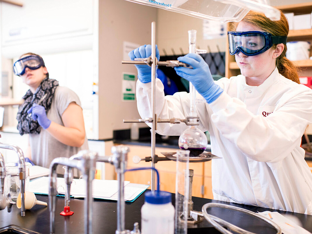 Image of students in Laboratory