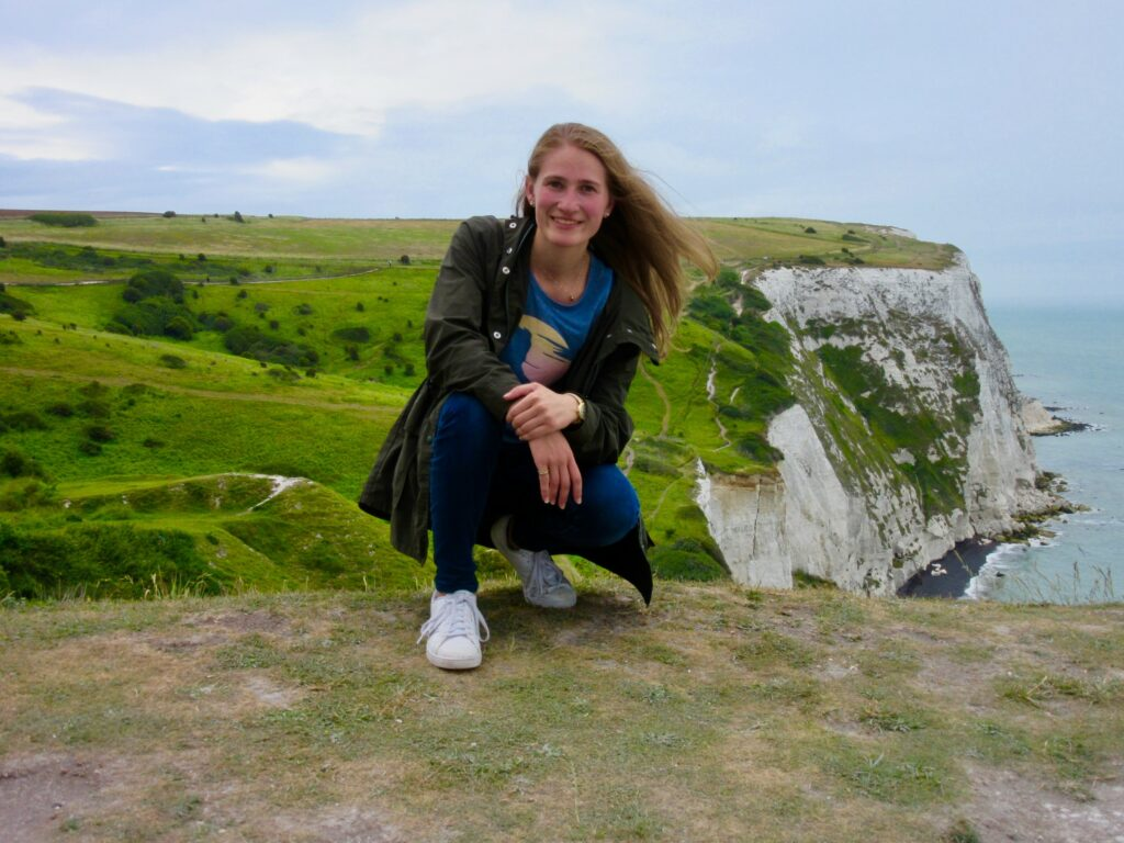 Photo of Joeanna-Margaret Kelly '21 posing on Cliffs of Dover