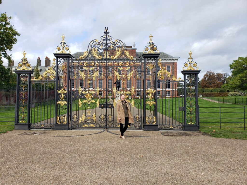 Photo of Lindsey Reedy in front of Kensington Palace